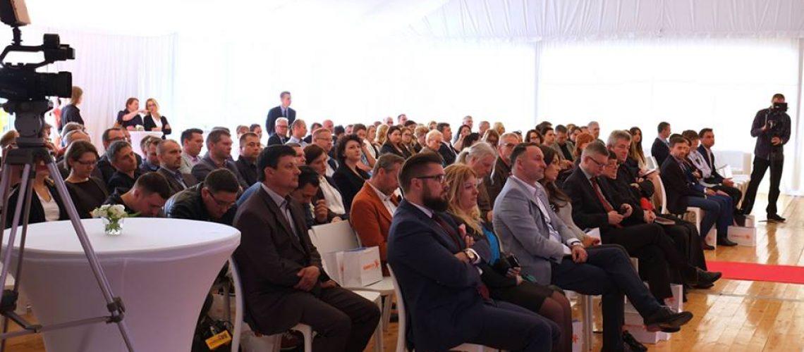 wynajem mebli event Tychy Katowice wypożyczalnia stoliki krzesła sofy mównica3