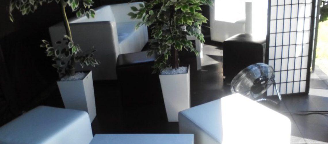 wynajem mebli na imprezy targowe plenerowe pufy stoliki sofy fotele bar recepcja kraków opole warszawa wrocław  katowice (6)
