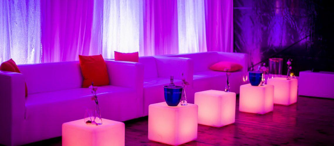 wyposażenie wesel stoliki pufy fotele meble LED Kraków Warszawa