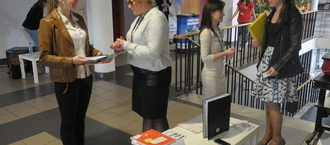 wypożyczalnia mebli na imprezy konferencje bankiety